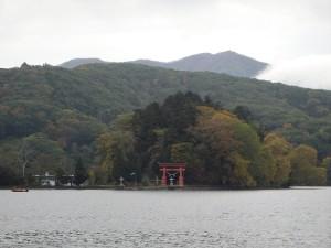 野尻湖に浮かぶ琵琶島
