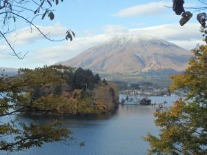 野尻湖と黒姫山