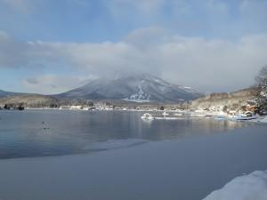 野尻湖に氷が張っていました