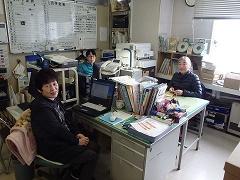 当館の受付スタッフと2階の事務室